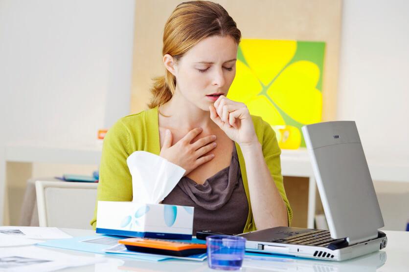 Приступ сильного кашля на работе