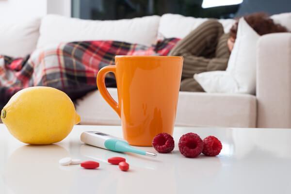 Чай с лимоном и малиной от температуры