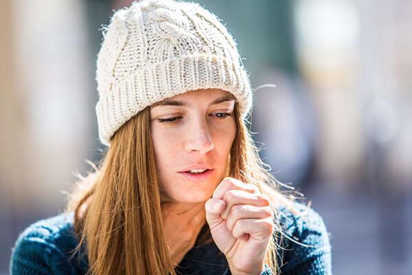 Хронический кашель у девушки