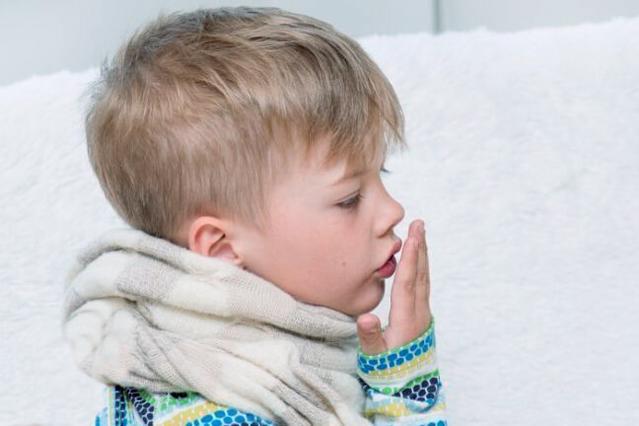 Мальчик заболел кашлем