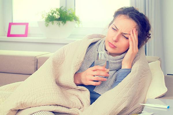 Симптомы простуды у девушки