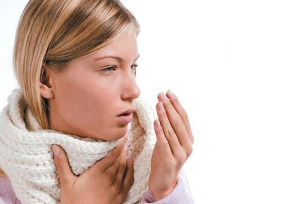 Сухой и влажный кашель у девушки