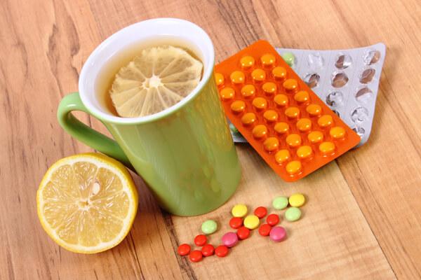 Чай и таблетки от кашля