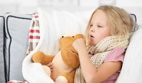 Детский кашель девочки